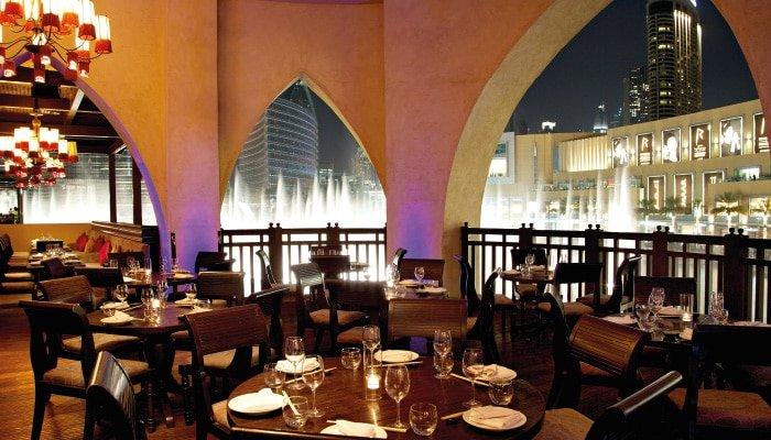 كرمة كافيه من المطاعم المطله على نافورة دبي