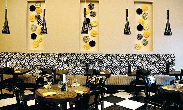 مطعم بيسترو دومينو