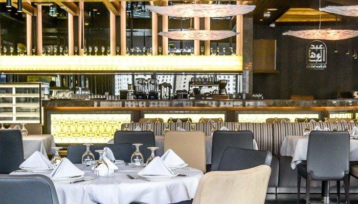 مطعم عبدالوهاب من المطاعم المطله على نافورة دبي العربية