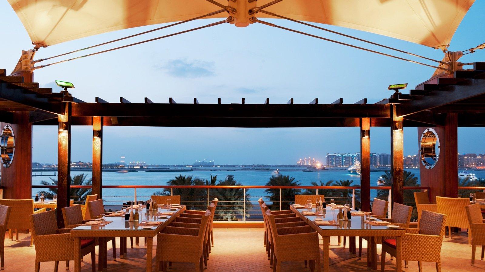 صورة مطاعم في دبي على البحر