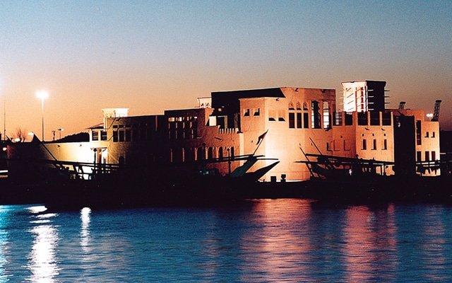 مقاهي شيشة في دبي على البحر