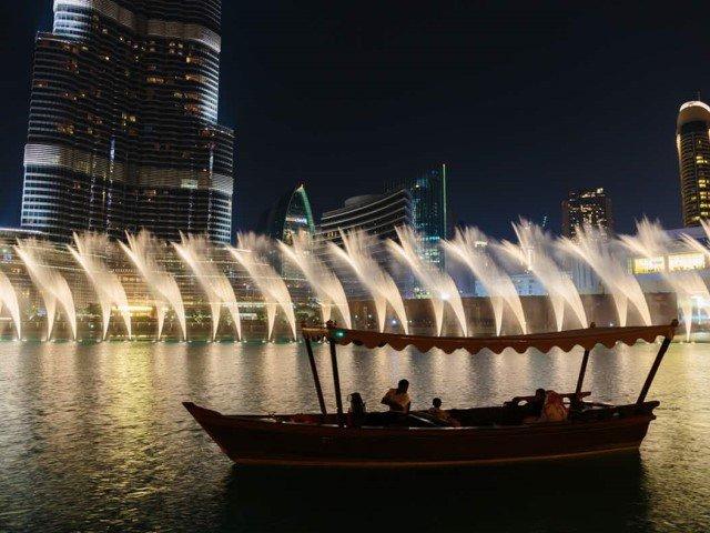 مشاهدة عرض نافورة دبي من القارب