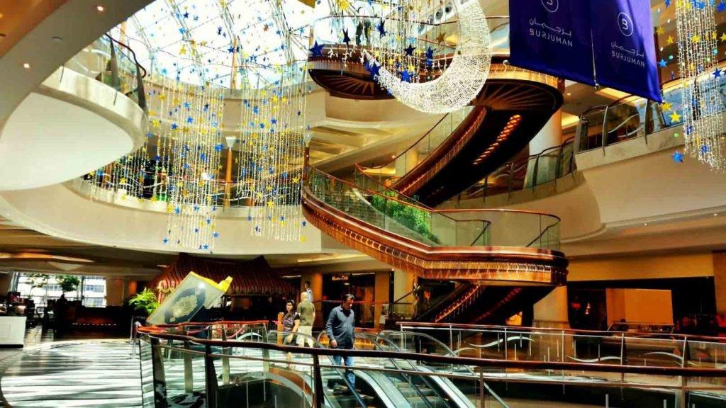 محلات الملابس والعطور في برجمان مول