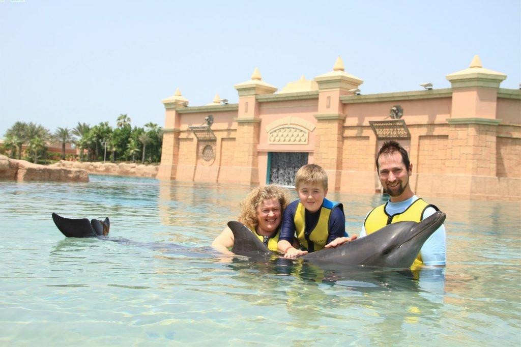 الأنشطة الترفيهية في خليج الدلافين دبي