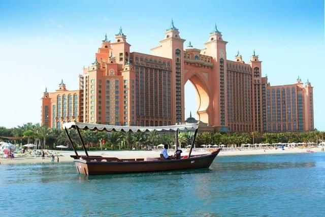 جزيرة النخلة واحدة من اشهر اماكن دبي السياحية
