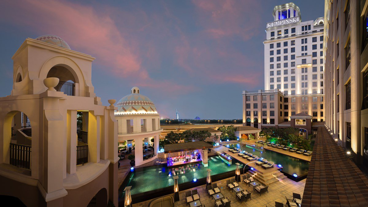 مطاعم فندق كمبينسكي مول الإمارات