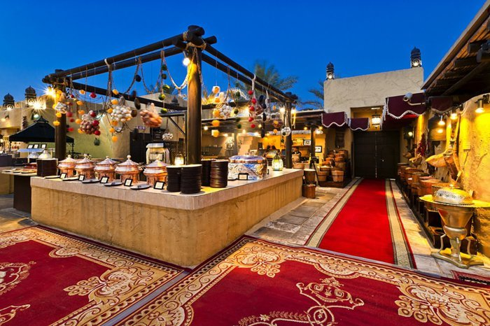 يعد مطعم الحضيرة من الأفضل الأمكان التي تقدم سهرات دبي للعائلات