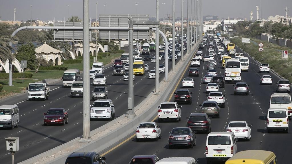 مكاتب تأجير سيارات في دبي