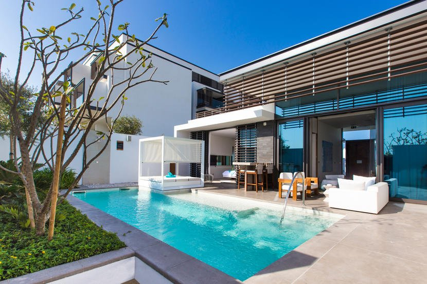 يعتبر منتجع نيكي بيتش آند سبا في دبي افضل فندق في دبي مع مسبح خاص