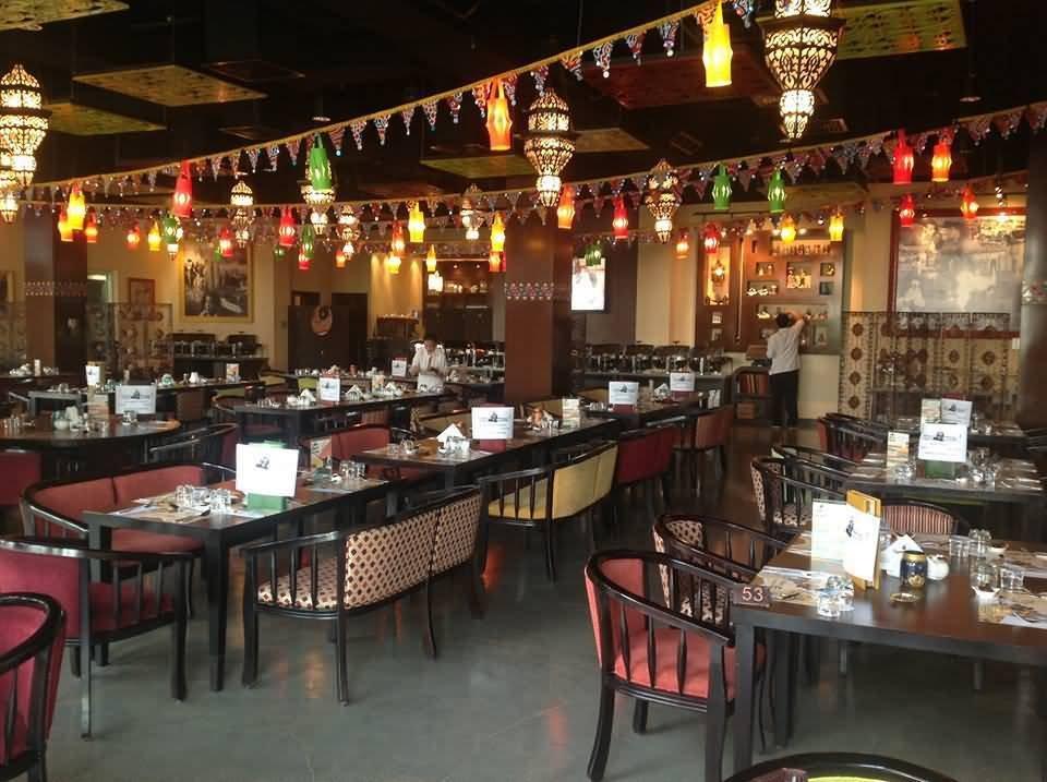 مطعم حدوتة مصرية من أفضل المطاعم على شارع الشيخ زايد