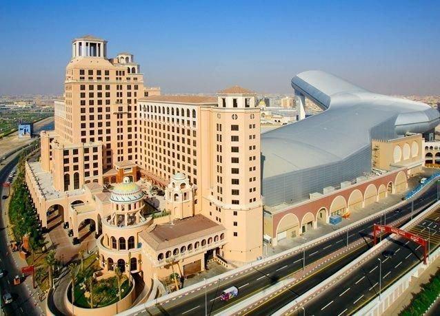مطاعم دبي في مول الامارات